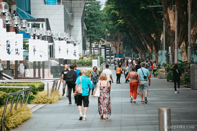 Sedari dulu, Orchard Road selalu menjadi tempat wisata di Singapura yang dikunjungi oleh banyak orang!