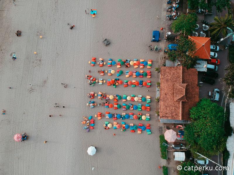 Sering diadakan live music di Double Six Beach Bali lho! asik kan!?