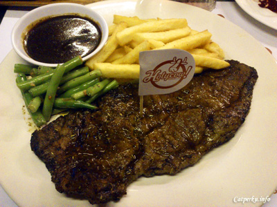 Satu set, Wagyu Sirloin (200gr) di Steak Holycow!