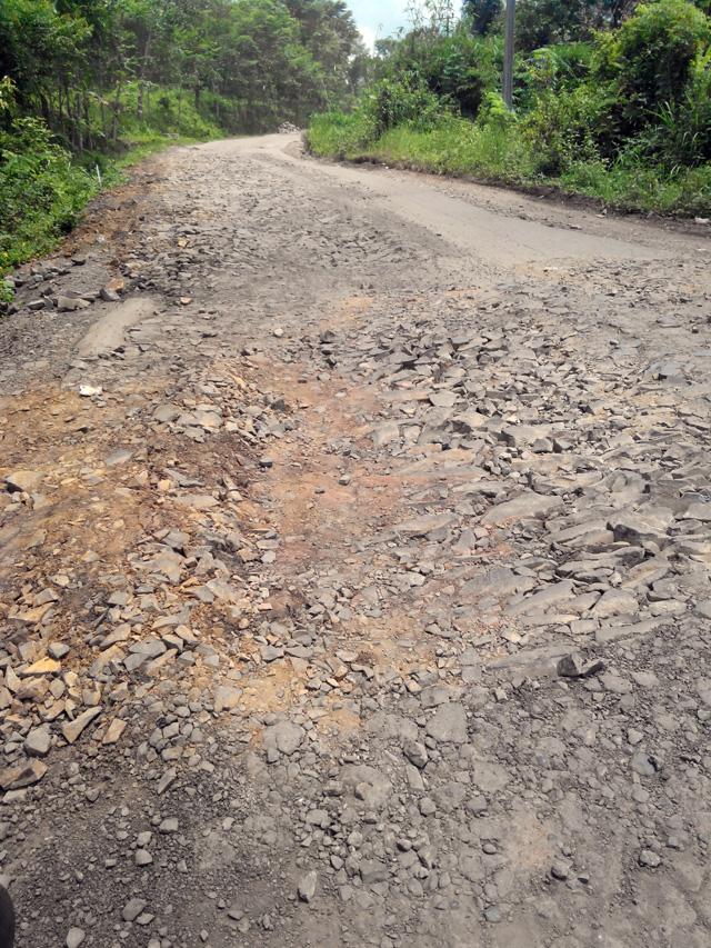 Terus jalanan rusak di sepanjang jalan dari Bayah menuju Padeglang