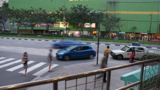 Pejalan kaki adalah raja di Singapore, toleransi pengendara kendaraan bermotor sangat tinggi