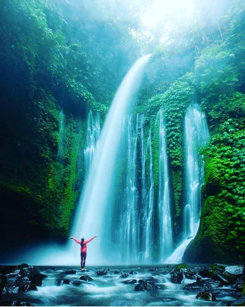 Sendang Gile Waterfall via @greenme_it