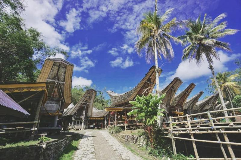 Kete Kesu is a tourist village in North Toraja Regency which is located about 4 km southeast of Ratenpao! via @celebes_trip