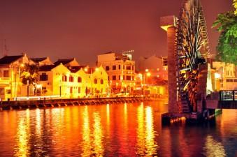 Melaka River when the night