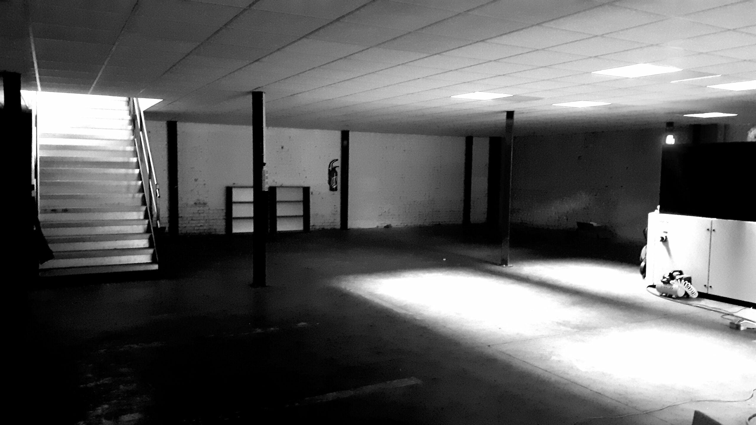 photo noir et blanc de l'installation de l'atelier