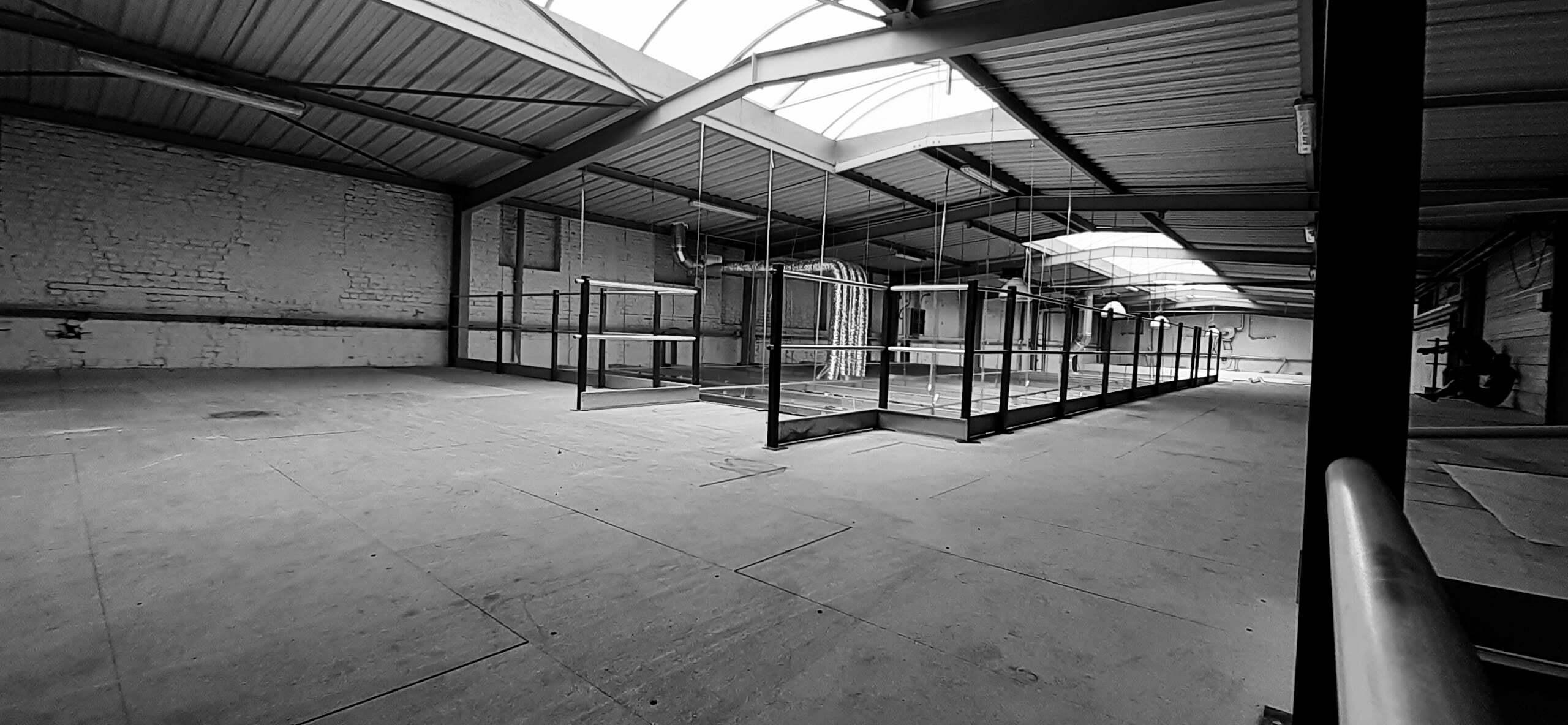 Photo noir et blanc de l'étage de l'atelier de La Maison Demeure