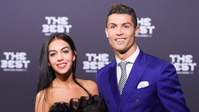 In če še naprej dvomite, da smo še zmeraj v Messi-Ronaldo eri: po zadnji Forbesovi lestvici ostaneta najbogatejša nogometaša sveta. Ronaldo naj bi v sezoni 2021/22 zaslužil 105 milijonov, Messi 95.