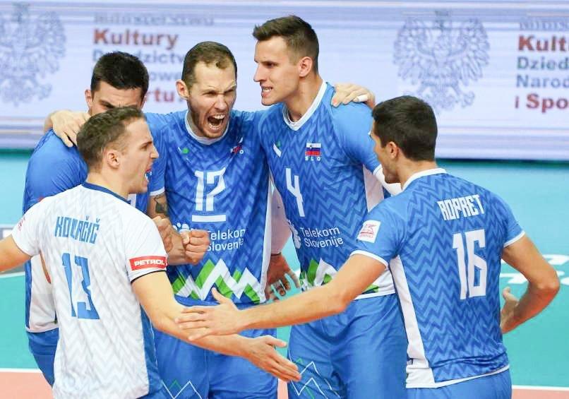 Slovenska odbojkarska pravljica se nadaljuje. Moška reprezentanca se je v Katowicah še drugič zapovrstjo in tretjič v zgodovini uvrstila v finale evropskega prvenstva. Za to je morala premagati težko oviro, domačo reprezentanco, svetovno prvakinjo, ki na prvenstvu še ni zabeležila poraza.