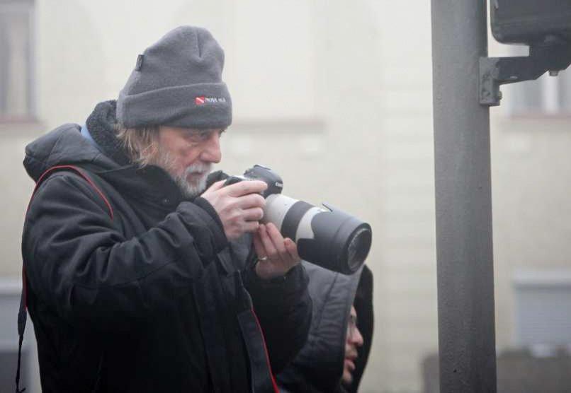 Tone Stojko, izkušen slovenski fotoreporter, ki ima za seboj že več kot pol stoletja tovrstnega dela, je svojo včerajšnjo izkušnjo razkril na družabnem omrežju Facebook.