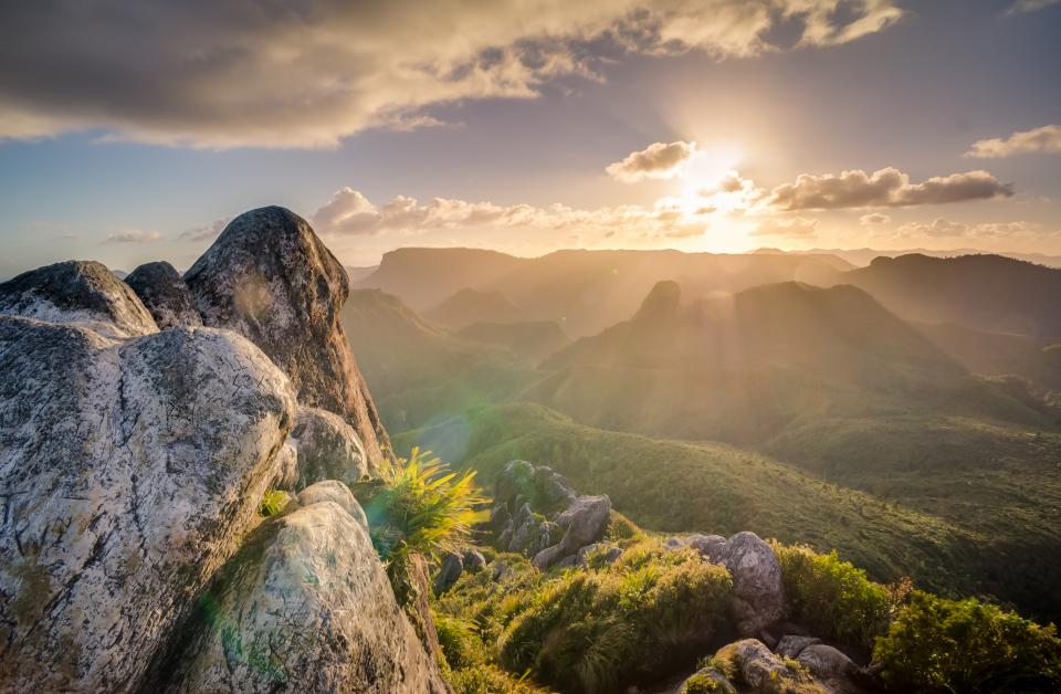 Fall Mountaons In The Sun Wallpaper Free Photo Of Sunlight Sun Rays Sky Stocksnap Io