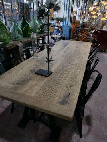 grande table industrielle plateau bois ancien chene massif pietement fonte