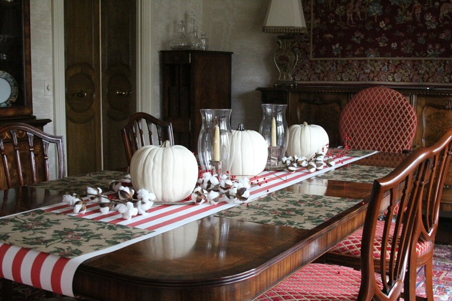The Easiest Way To A Pretty Holiday Table