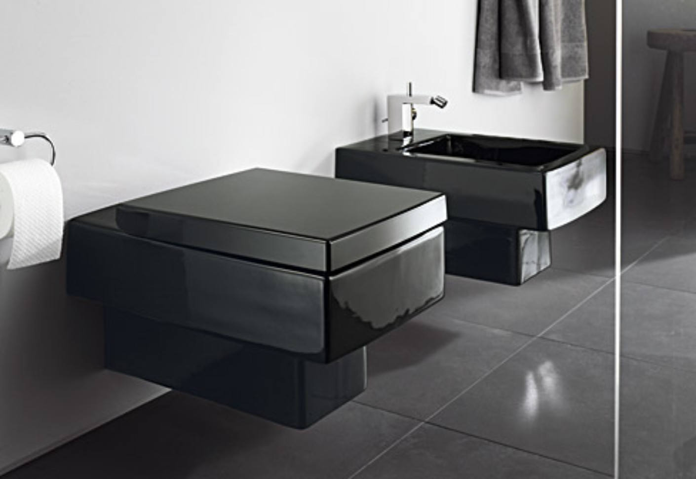 Vero Black wall toilet by Duravit  STYLEPARK