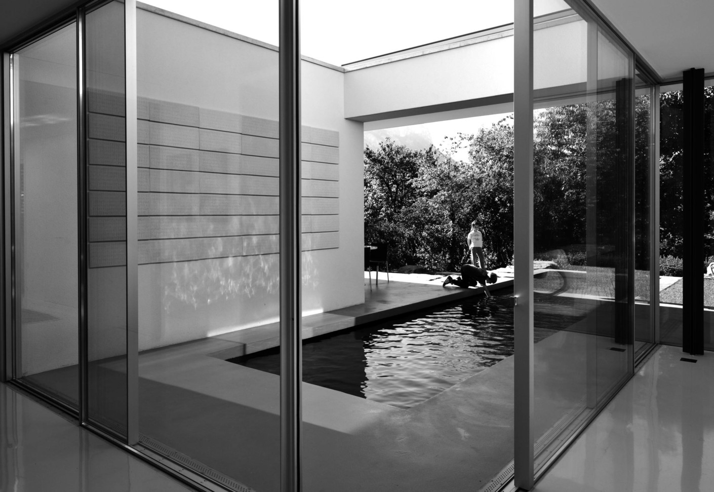 Aluminium corner sliding window Villa E by panoramah