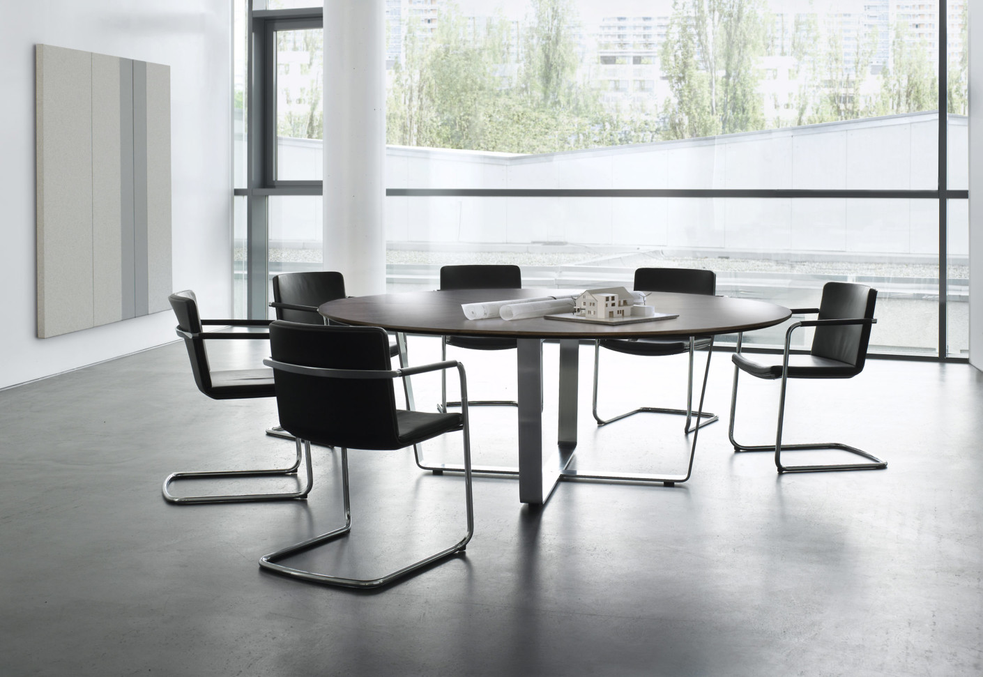 Tune conference table round by Renz  STYLEPARK