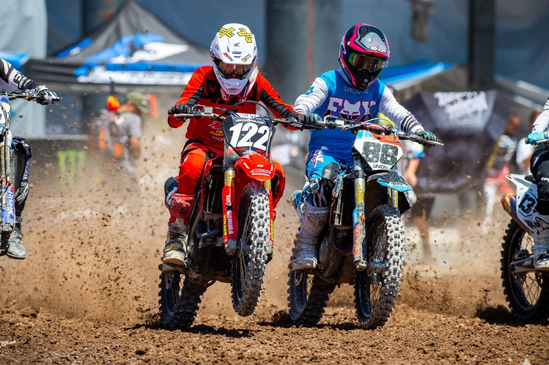 Amsoil Honda's Carson Mumford (122) and KTM's Kayden Palmer (88) competing in Las Vegas at the final round of Supercross Futures. Photo Credit: Feld Entertainment, Inc