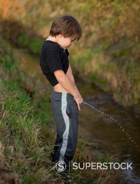 kids urinating images - usseek.com