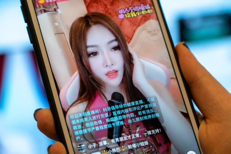 """An advisory on Douyin advocates for a """"healthy"""" livestream on April 12, 2019. Douyin bans content that are political and sexual in nature, and livestreamers found guilty could have their accounts banned permanently. (Image Credit: TechNode/Eugene Tang)"""