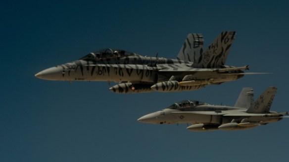 ABD donanmasına bağlı iki F-18 Super Hornets