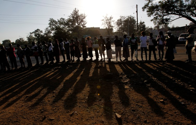 Kenyan voters queue to cast their ballots during the 2013 general election. Credit: Reuters/Thomas Mukoya