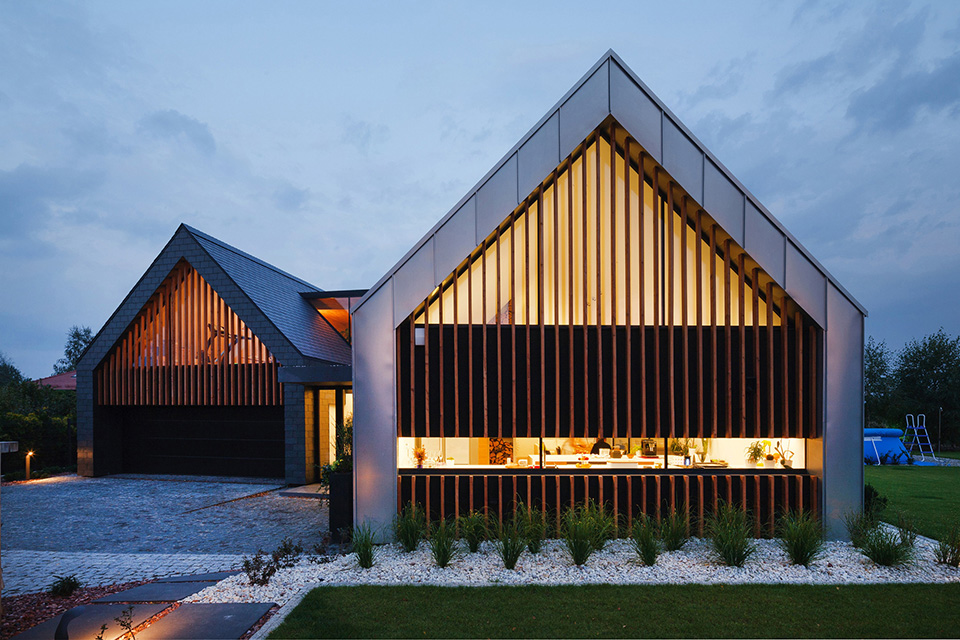 Two Barnes House by RSPlus