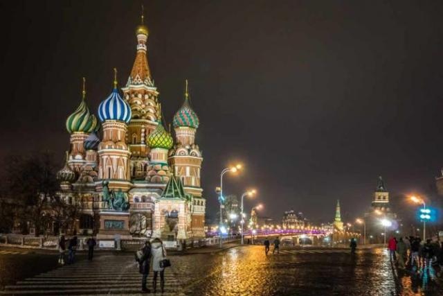 Red Sqaure and St Basil's Cathedral by night   © PowderPhotography/Flickr