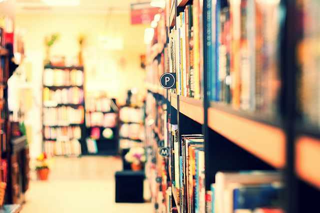 Bookstore Visit| © kristin klein/Flickr