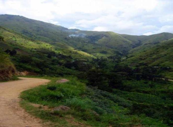 Rwenzori Foot-hills | © Sarahemcc/Flickr