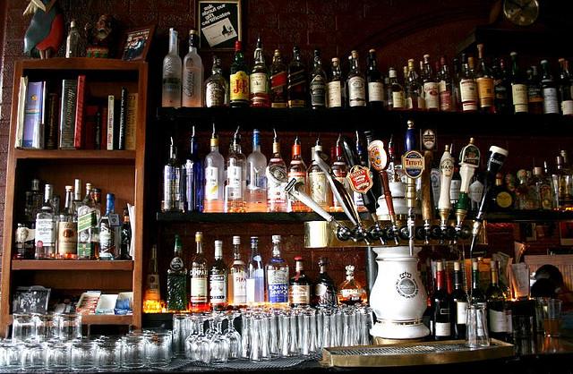 Behind the bar | © Ercwttmn/Flickr