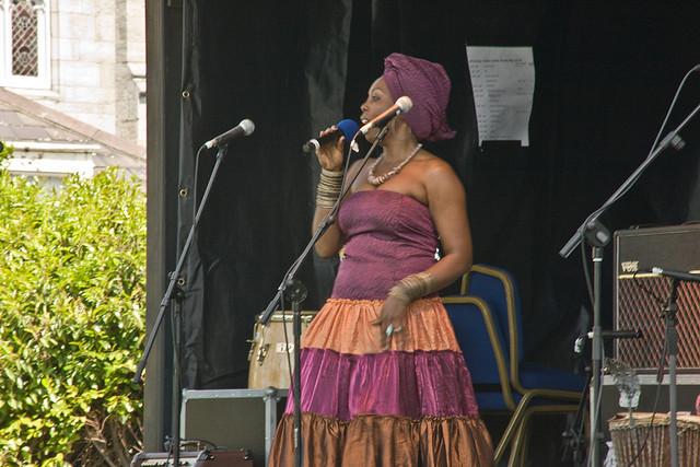 Woman singing African gospel music I © William Murphy/Flickr