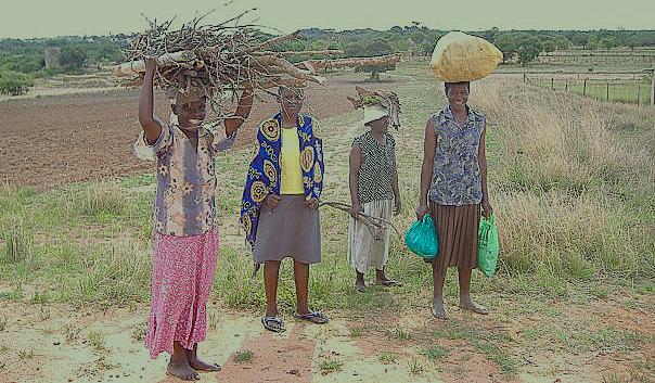 Villagers in Zimbabwe| © Samwise Gamgee/WikiCommons