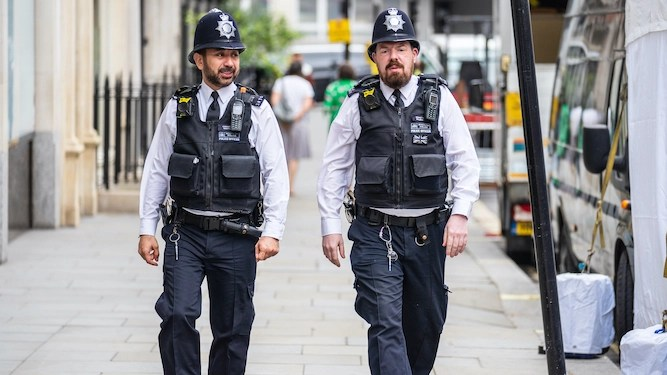 British policeman outraged at US police for all the cool shit they've got