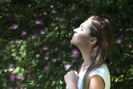 Taking long breaths would help you relax your mind (Pexels)