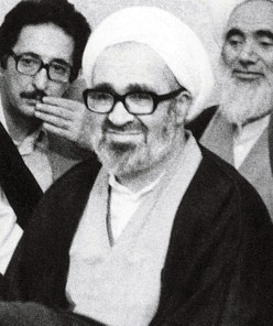 Khomeini meeting members of the Assembly of Experts on the constitution on July 24, 1979. Credit: Wikimedia Commons