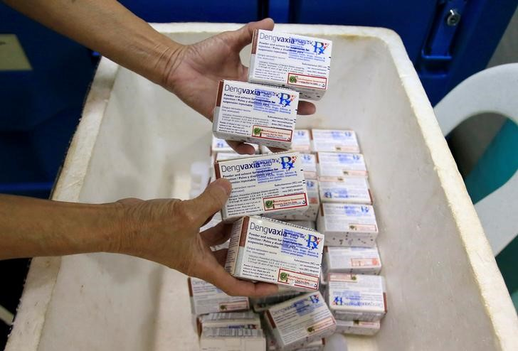 A health worker shows unused packs of anti-dengue vaccine Dengvaxia before returning it inside a freezer for storage at the Manila Health Department in Sta Cruz, metro Manila, Philippines December 5, 2017. Credit: Reuters/Romeo Ranoco