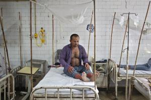 A patient awaits routine check-up as he sits under a mosquito net inside a dengue ward of a government hospital in New Delhi, India, September 18, 2015. Credit: Reuters/Anindito Mukherjee/File Photo