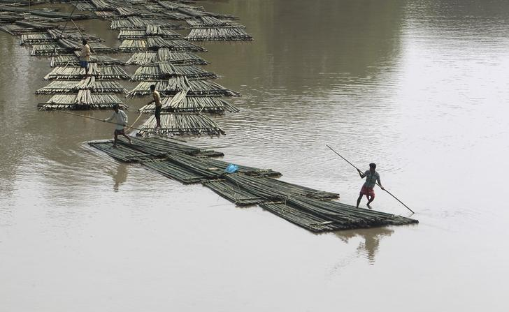 Bamboo logs are transported down the river Howrah near Chakmaghat village in Tripura, India, March 31, 2016. Credit: Reuters/Jayanta Dey/Files