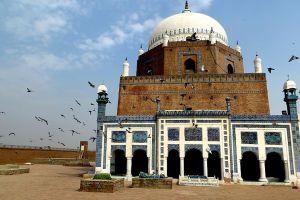 Tomb or Shrine of the famous Sufi Saint Hazrat Baha-ud-din Zakariya in Multan, Pakistan. Credit: Wikimedia Commons
