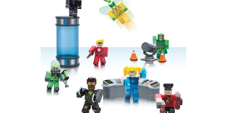 Figurines from Roblox Action Collection Heroes of Robloxia Playset .