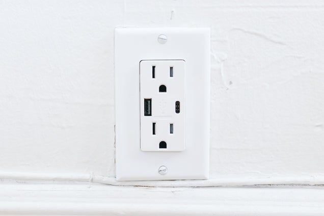 The Best Travel Plug Adapter for 2019: Reviews by