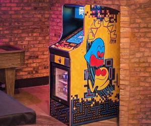 Pac-Man Arcade & Drink Cooler Machine