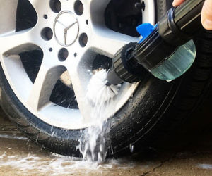 Water Powered Rim Cleaning Brush
