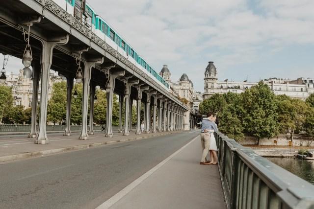 Couple Photography in Paris - Bir Hakeim metro