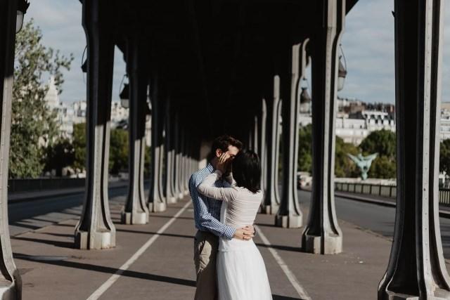 Couple photos in Paris - Bir Hakeim bridge