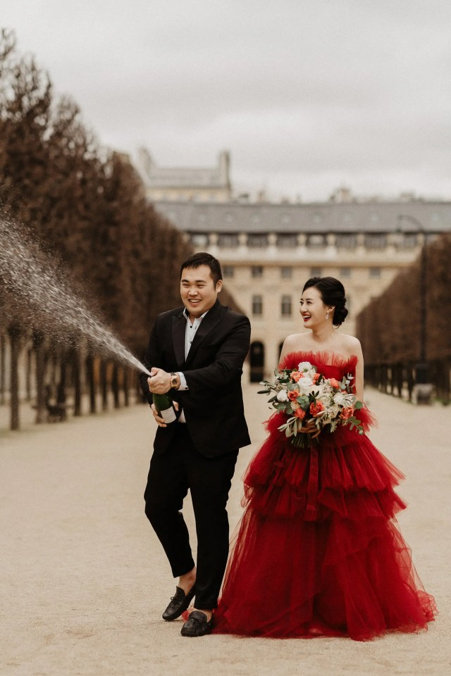 Paris wedding photographer champagne