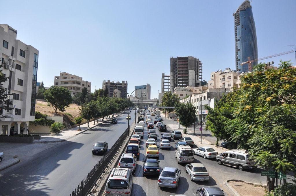 Midday traffic as people head home from their offices after 3 pm (photo credit: Michal Shmulovich/Times of Israel)