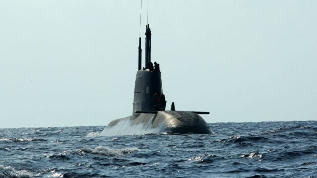 Un sous-marin israélien au large des côtes de Haifa, septembre 2009 (Crédit : Moshe Shai/FLASH90)