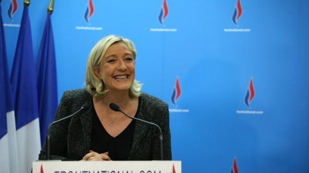 La présidente du parti d'extrême droite le Front National, Marine Le Pen, lors d'une conférence de presse, le 23 mars 2014 (Crédit : Kenzo Tribouillard/AFP)