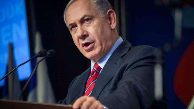 Le Premier ministre Benjamin Netanyahu le 17 décembre 2014 lors d'une conférence de presse (Crédit : Emil Salman/POOL/FLASH90)