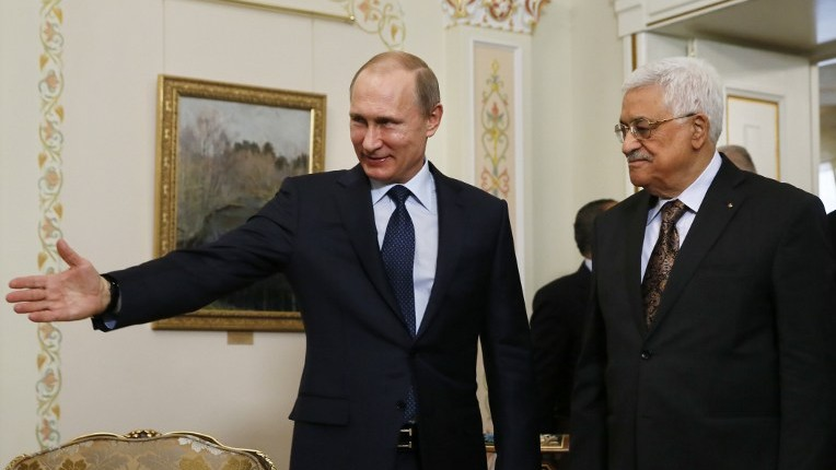 Russian President Vladimir Putin, left, shows the way to his Palestinian Authority counterpart Mahmoud Abbas during their meeting at the Novo-Ogaryovo residence outside Moscow on April 13, 2015. (AFP/Sergei Ilnitsky, Pool)